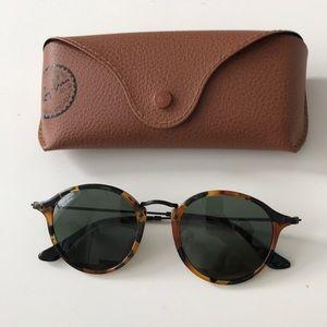 Tortoise Round Fleck Rayban Sunglasses